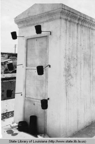 laveau_tomb_1930s