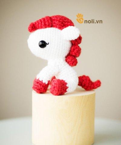 Hướng dẫn móc chú ngựa bờm đỏ cho bé yêu tuổi Ngọ