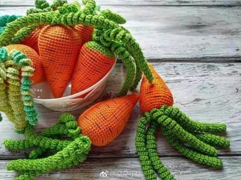 Học cách móc củ cà rốt làm đồ chơi cho bé
