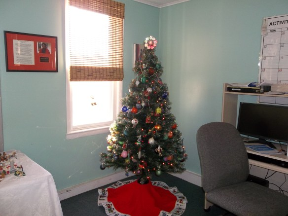 What a pretty tree!! Beth says she likes it! Amy hopes Santa comes (Diane says you gotta be a good girl!)