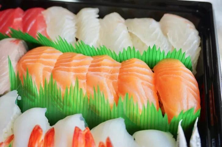 コストコの寿司ファミリー盛48貫(お寿司の表面)