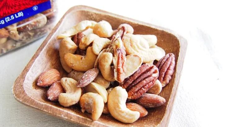 コストコのミックスナッツ(マカダミアナッツ入り)(お皿に盛った様子2)