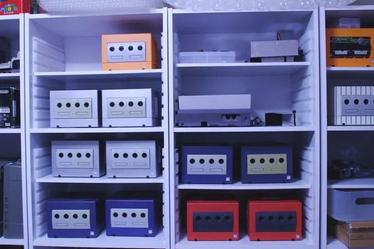 棚に並んだゲームキューブ