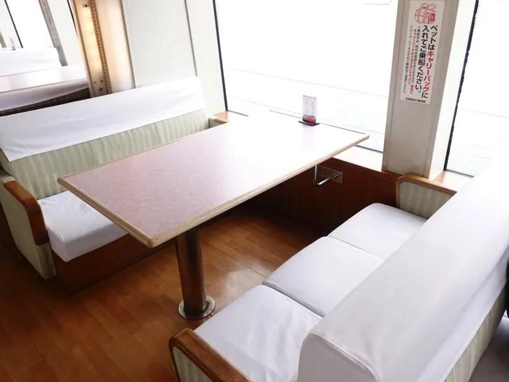 松島 遊覧船の船内グリーン席