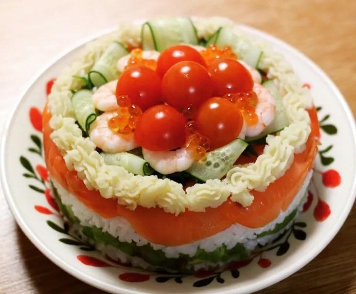 色鮮やかな寿司ケーキ