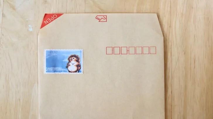 一度貼った切手をお湯で綺麗にはがす方法(封筒に貼られた62円切手)