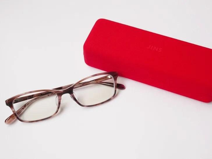 JINS!のメガネとメガネケース写真