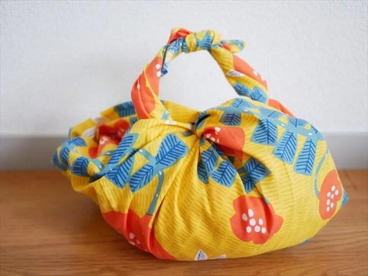 持ち手つきの風呂敷バッグ
