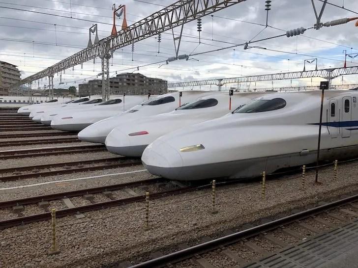 博多南駅から見る新幹線の車両