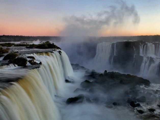 010iguazu-falls-in-brazil-and-argentina