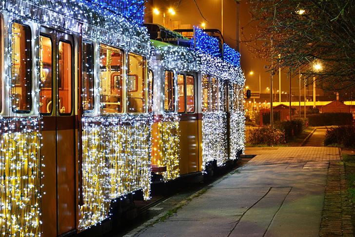 budapest-christmas-tram-4