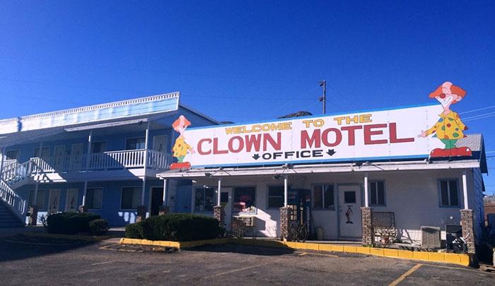 clown_motel (4)