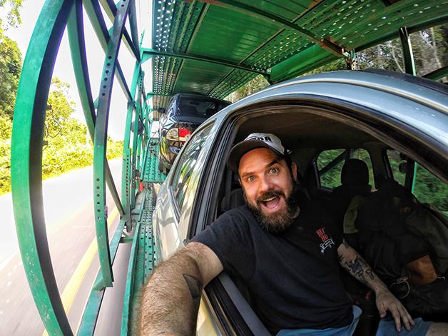 De carona em um caminhão cegonha rumo à Roraima