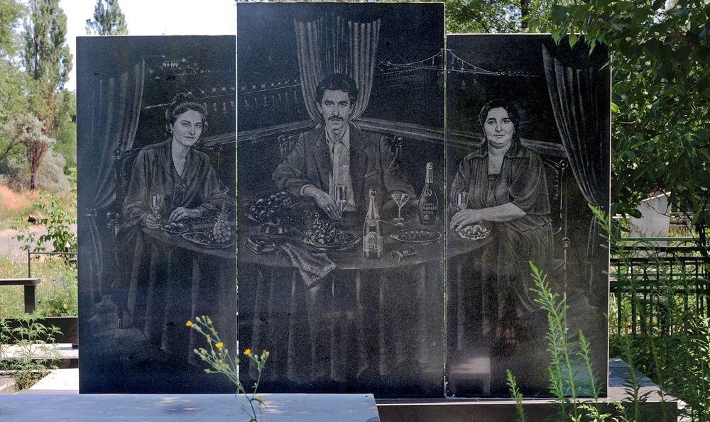gangster-cemetery-yekaterinburg-12