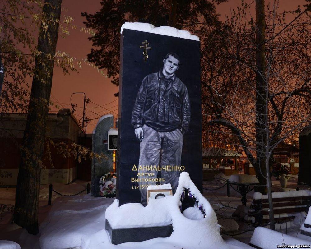 gangster-cemetery-yekaterinburg-72