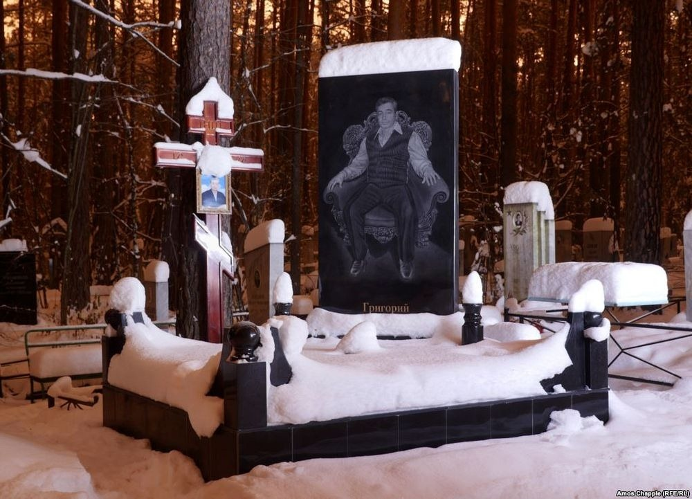 gangster-cemetery-yekaterinburg-82