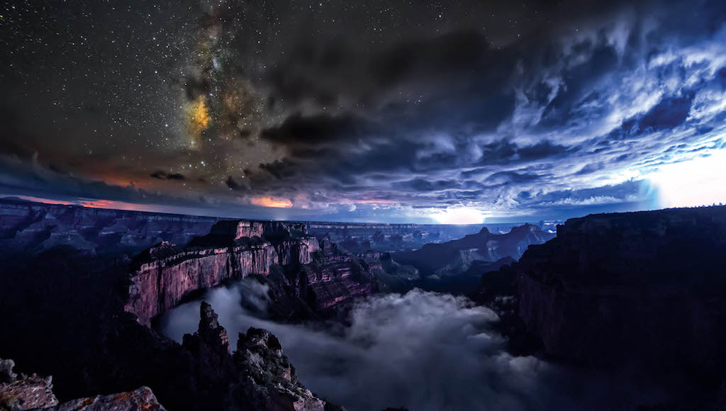 skyglow-canyon-timelapse