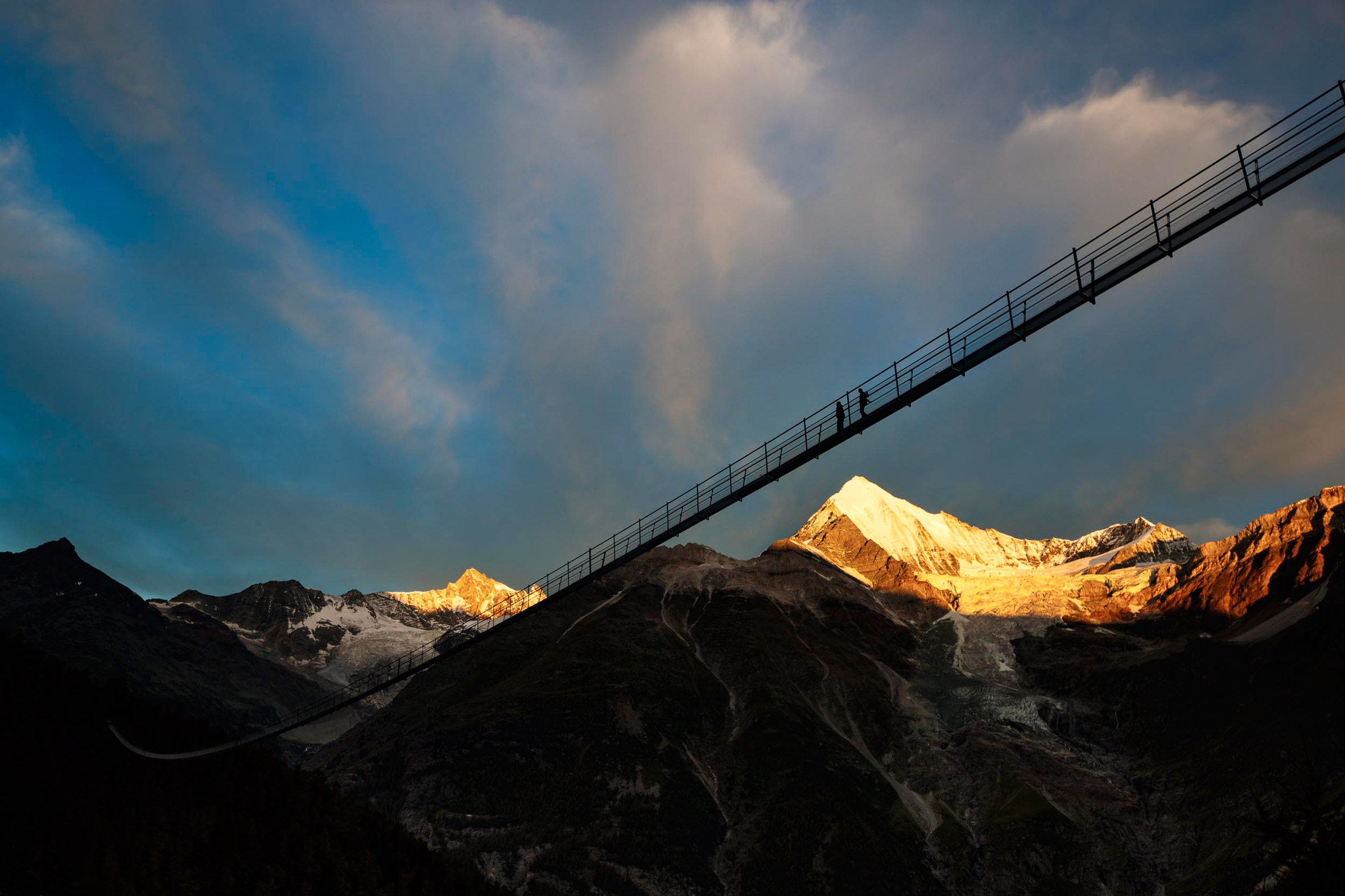 charles-kuonen-suspension-bridge-switzerland_dezeen_2364_col_4