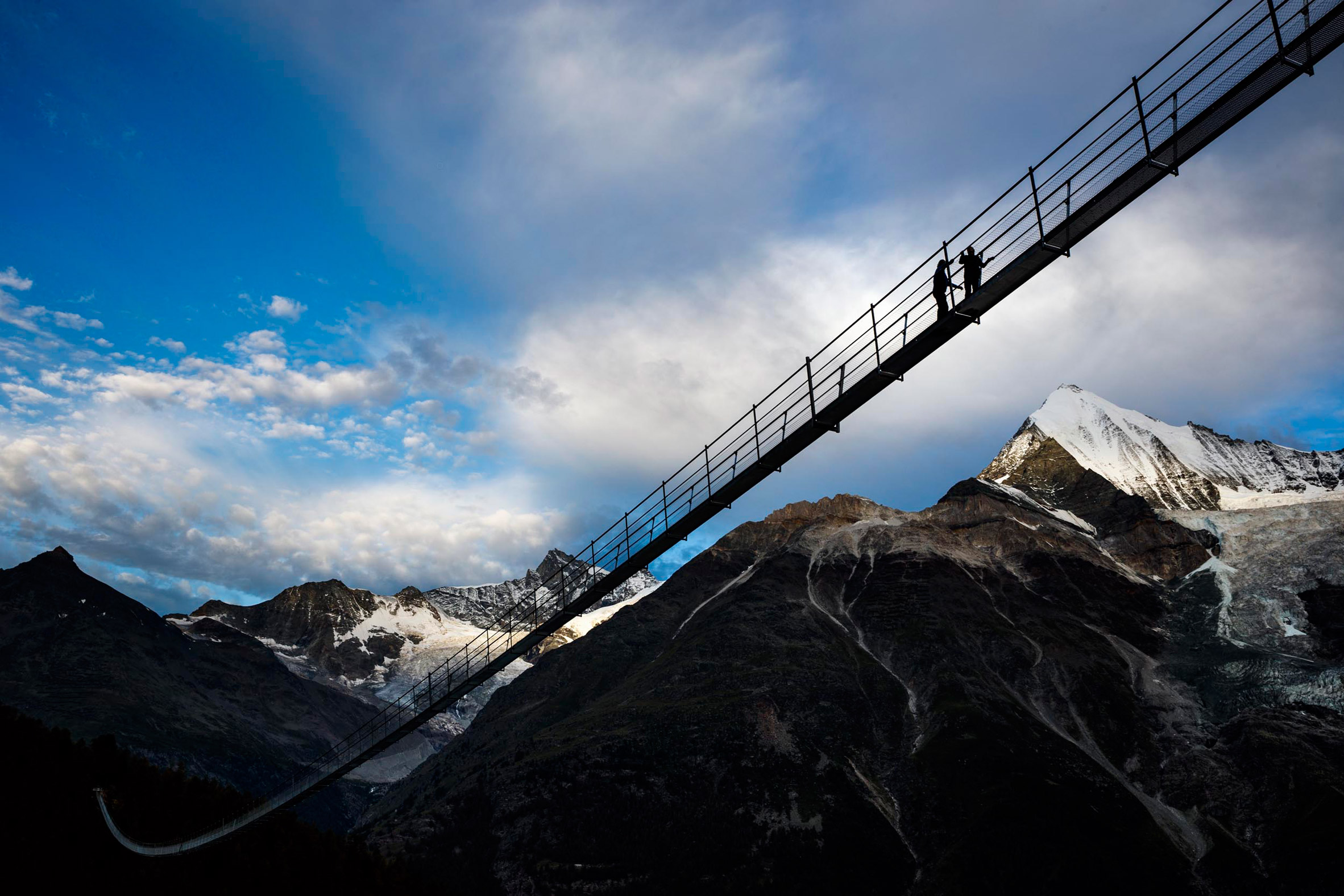 charles-kuonen-suspension-bridge-switzerland_dezeen_2364_col_5