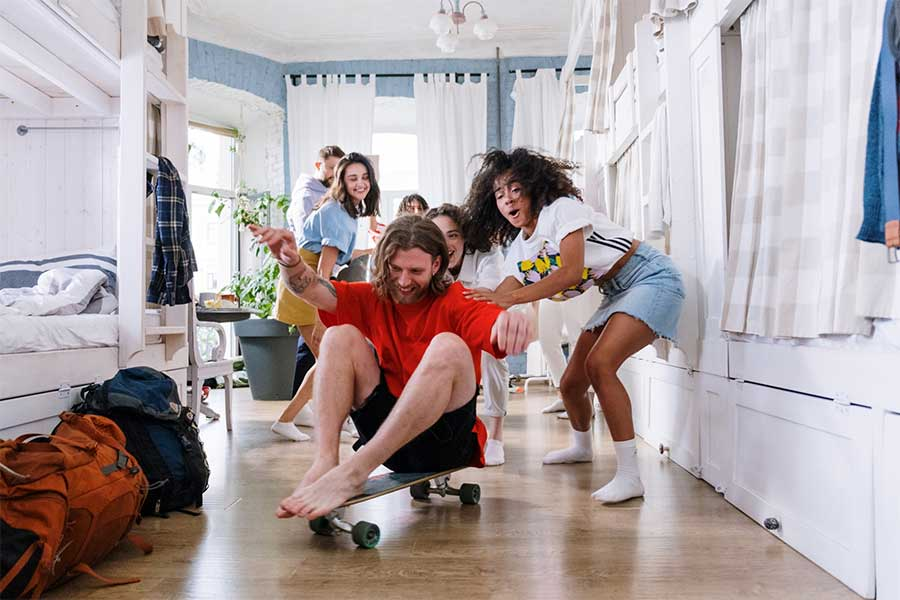 pros and cons of hostels