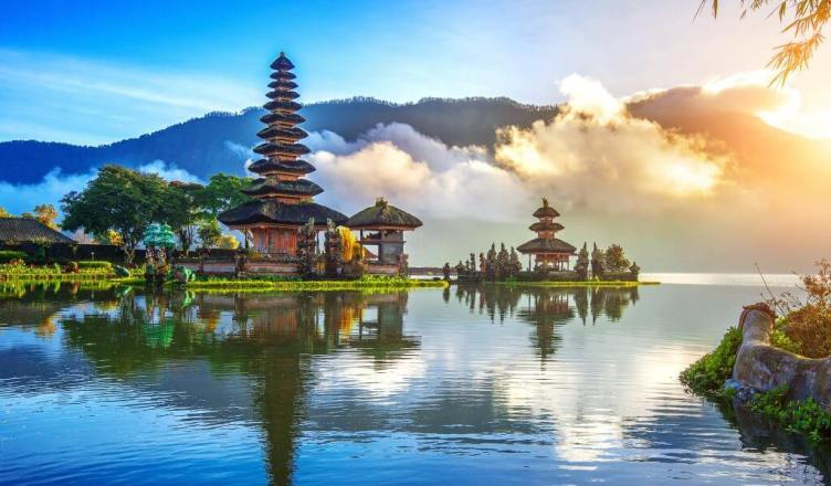Bali isi redeschide portile turismului