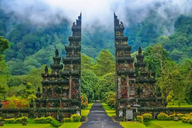 Bali primeste turisti din octombrie