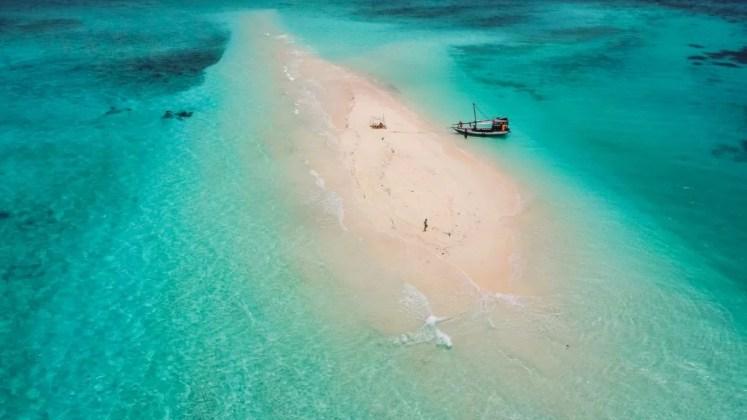 banc de nisip langa insula Mafiei in zanzibar