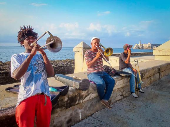 Musicians on Havana's Malecon