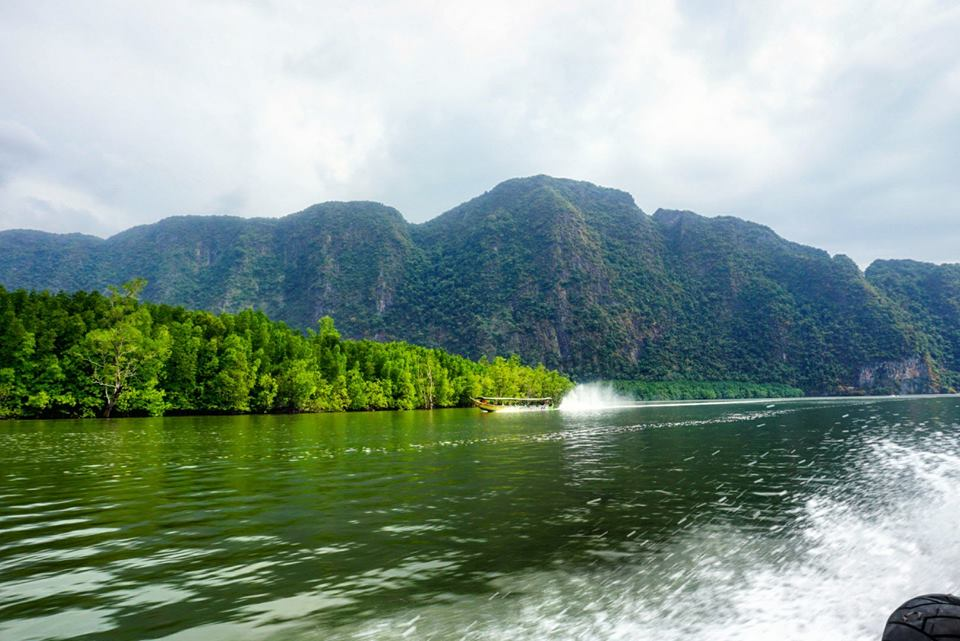 boat tour james bond island