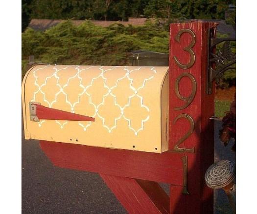 Stenciled Mailbox on Hometalk
