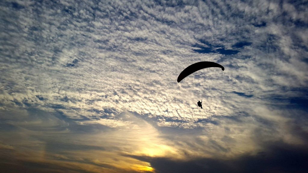 FLY - Learn Paragliding Near Mumbai | Nomadic Lives