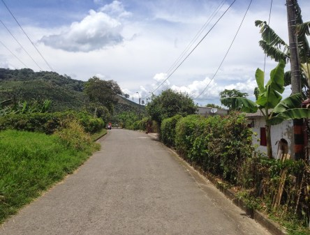 Walking to Luciela's house in Taparcal, Belén de Umbría, Risaralda, Colombia