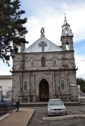Iglesia de Santo Domingo on Parque Boyacá in Ibarra, Ecuador