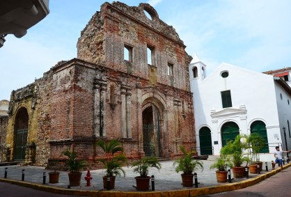 Iglesia de Santo Domingo and Museo de Arte Religioso Colonial in Casco Viejo, Panama City