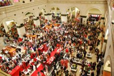 macys-shoppers-experience-a-random-act-of-culture1