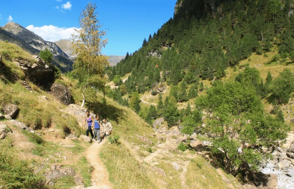 Hiking trail, Cirque de Gavarnie in the French Pyrenees