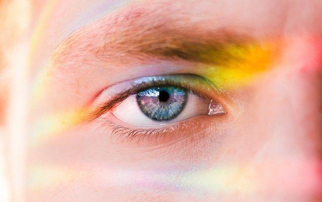 Colours in eye