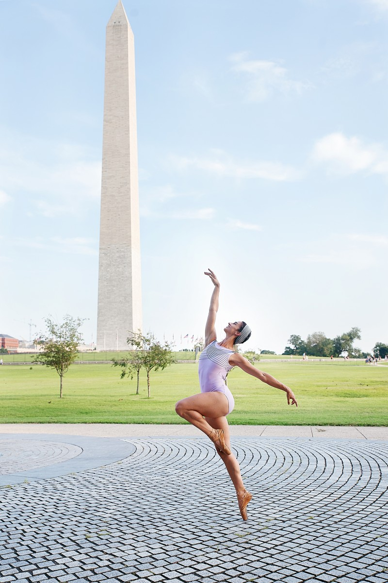 Melissa Lineburg dancer on pointe ballerina in Washington DC National Monument blue sky