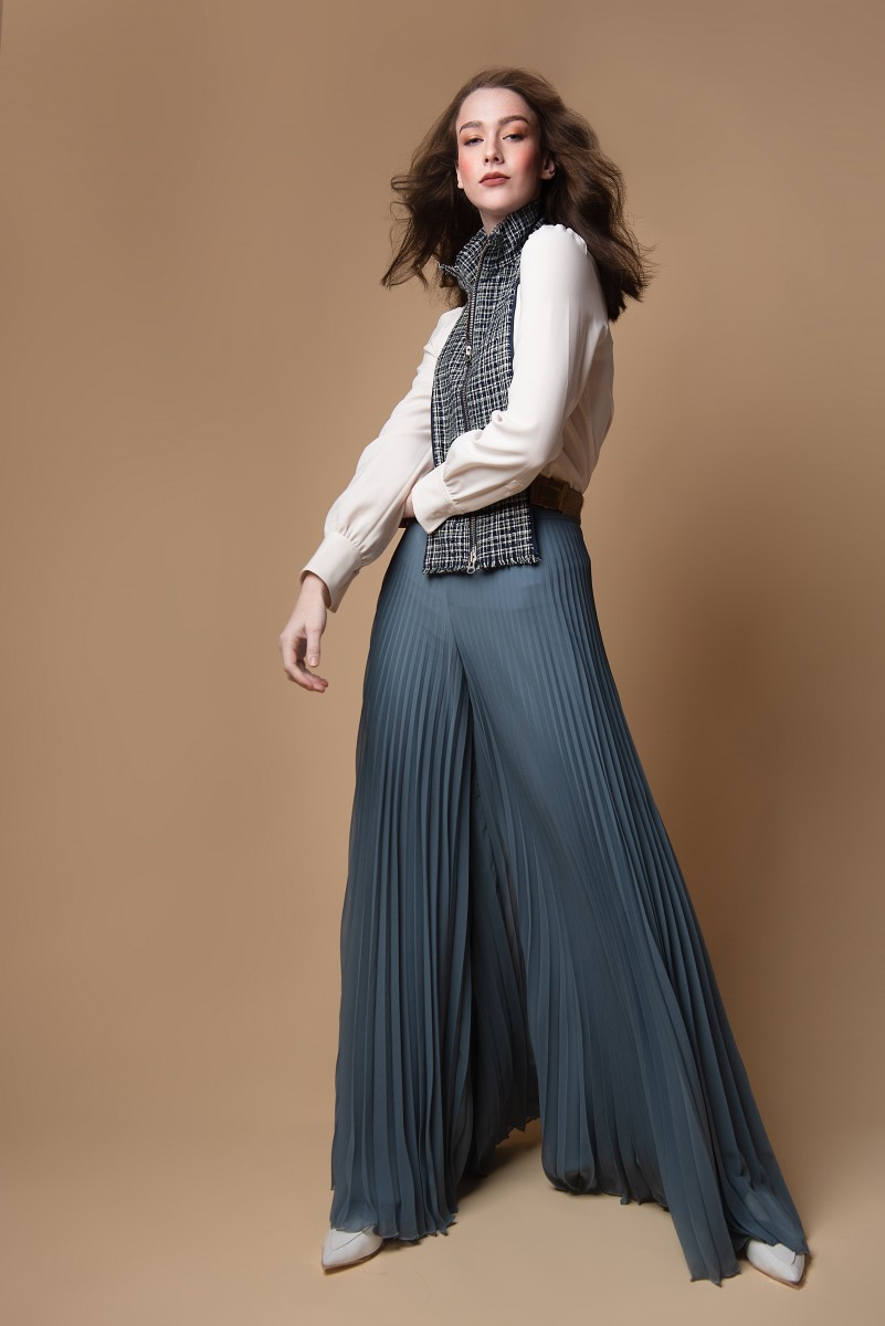 Fashion Portrait wearing white blouse plaid collar and wide pleated pants of Annika Cappis by Nomee Photography