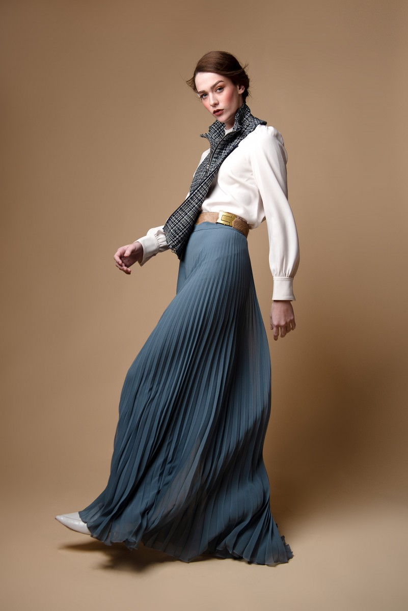 Fashion Portrait wearing white blouse plaid collar and wide pleated pants walking of Annika Cappis by Nomee Photography