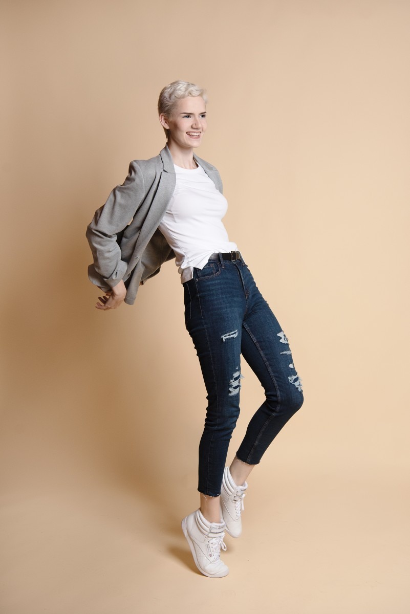 Antonella movement grey jacket jeans and white T