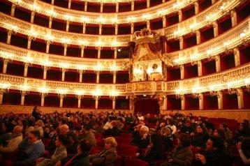tappa al Teatro San Carlo foto di Lucio Carbonelli