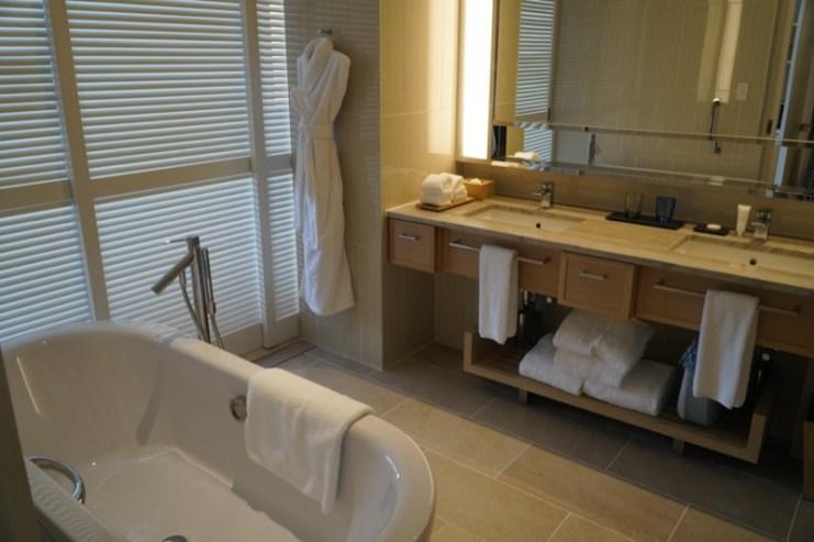 ハレクラニ沖縄バスルーム