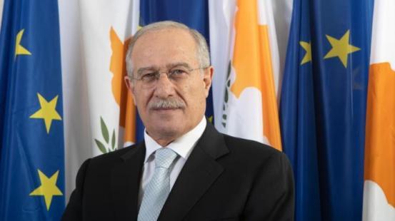 Η απάντηση της κυβέρνησης στην κριτική του ΑΚΕΛ για τις δύο χώρες.  Ζημιά στο εθνικό πρόβλημα