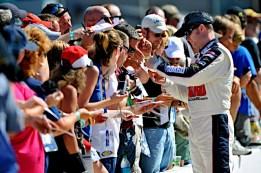 race-fans-autograph-sponsororship
