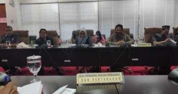 Sekretaris Komisi III DPRD Bontang Abdul Samad menawarkan program penanggulangan sampah secara terpadu. Untuk mengatasi masalah sampah di pesisir Bontang. (IKHWAL/DISWAY KALTIM)