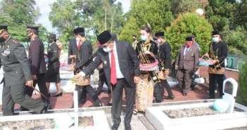Peringatan Hari Pahlawan di Balikpapan, Tabur Bunga di Makam Pahlawan