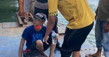 Nekat! Tak Punya Biaya Pulang Kampung, Pemuda Ini Mau Berenang dari Balikpapan ke Malang