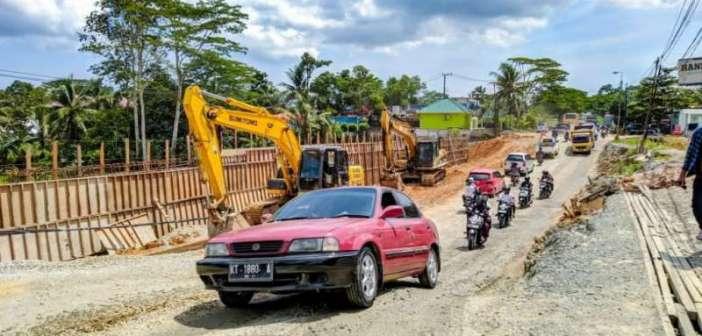 Ada Pengerjaan Jalan, Besok Pengalihan Lalin di Jalan Soekarno-Hatta KM 11