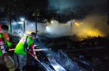 Diduga Arus Pendek, 10 Bangunan di Loa Tebu Kukar Hangus Terbakar